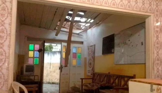 O teto e parte das instalações foram danificados - Foto: Divulgação | Polícia Militar