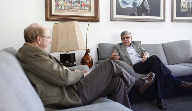 Paulo Gauzendi (à direita) veio anunciar as novidades do setor na sede do A TARDE - Foto: Xando Pereira | Ag. A TARDE | 21.09.2015
