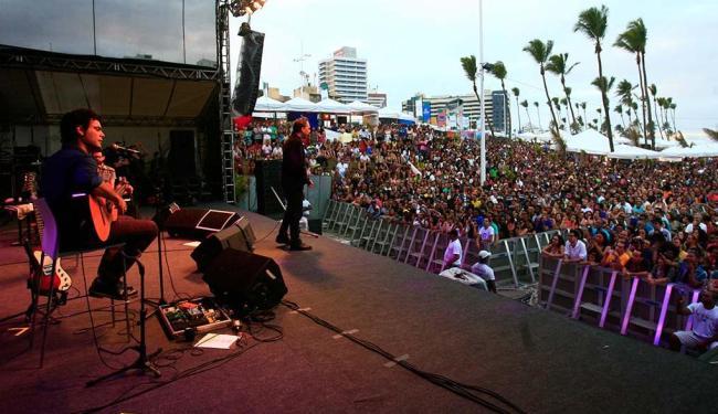Arnaldo Antunes abriu os shows no palco principal - Foto: Mila Cordeiro | Ag. A TARDE