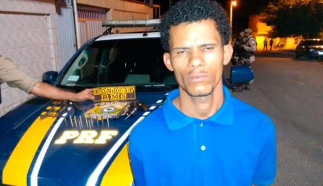 Um dos assaltantes acabou sendo preso pela polícia - Foto: Reprodução | Fala Simões Filho
