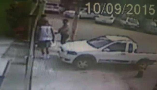 Suspeito leva tênis, celulares e carro - Foto: Reprodução