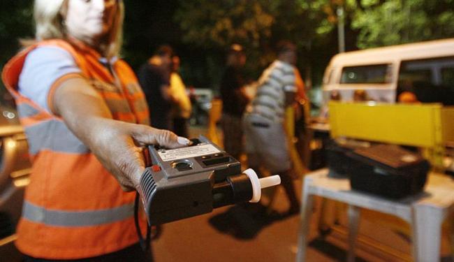 A pena para quem dirigir alcoolizado passa para quatro a oito anos - Foto: Raul Spinassé   Arquivo   Ag. A TARDE