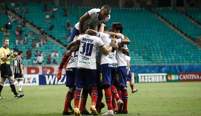 Jogadores comemoram o primeiro gol do Bahia - Foto: Fernando AMorim   Ag. A TARDE