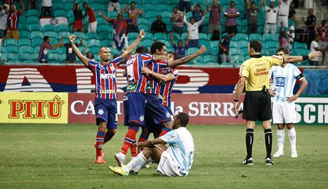 Jogadores do Bahia comemoram com Jailton, autor do único gol da partida - Foto: Fernando Amorim | Ag. A TARDE