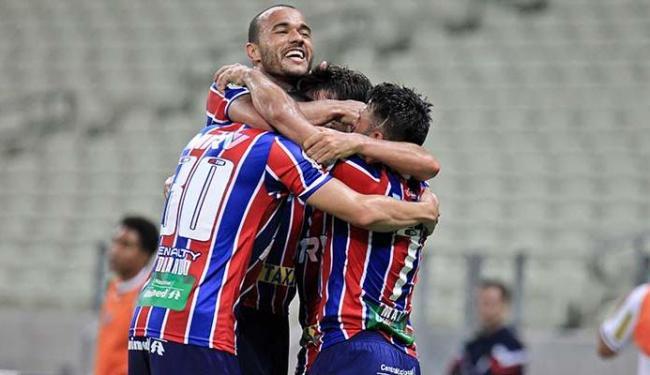 Jogadores comemoram o segundo gol do Bahia - Foto: Estadão Conteúdo
