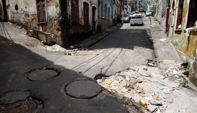 Governo pretende recuperar pavimentação até o final de 2016 - Foto: Raul Spinassé   Ag. A TARDE