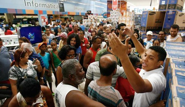 64% das pessoas gostariam de antecipar suas compras de Natal - Foto: Raul Spinassé | Ag. A TARDE
