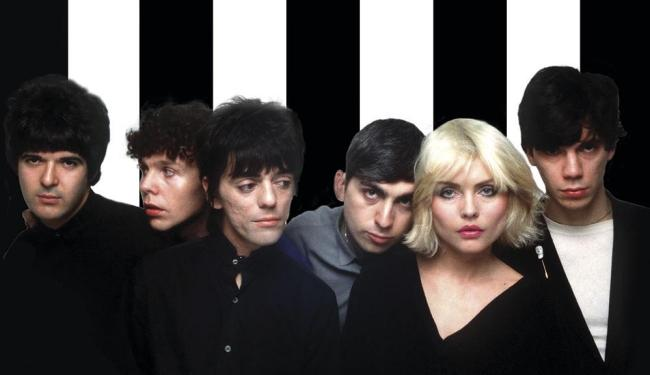 Formação clássica do Blondie, com os líderes Debbie e Stein (3º da dir. para a esq.) - Foto: Sheila Rock   Rex Features Manadatory   Divulgação