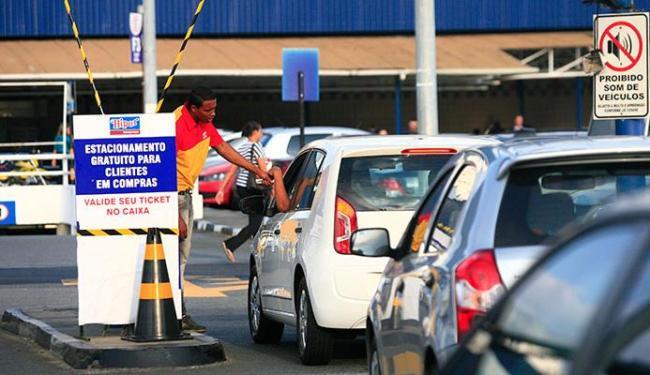 Quem estacionar no local terá que comprovar compras - Foto: Mila Cordeiro   Ag. A TARDE