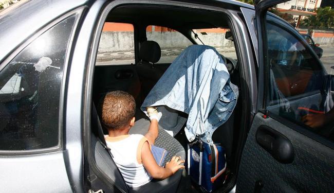 Código de Trânsito determina que crianças até 7 anos e meio devem usar equipamento de segurança - Foto: Iracema Chequer | Ag. A TARDE