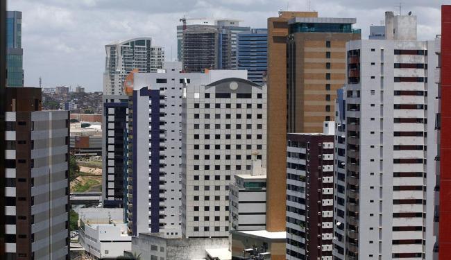 Construtoras e imobiliárias investem em feirões e descontos para atrair compradores - Foto: Luciano da Matta | Ag. A TARDE