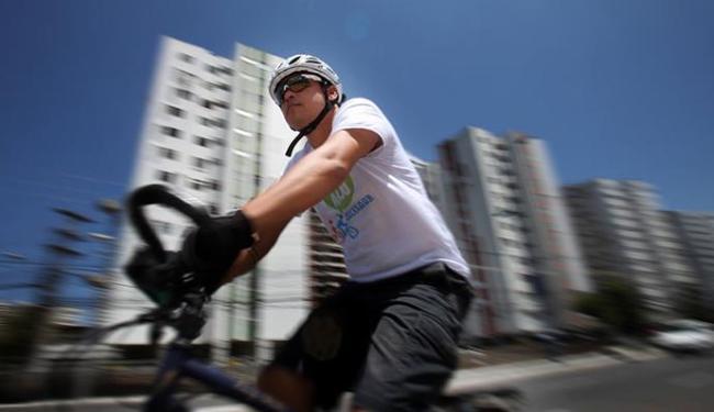 Salvador precisa de mais estrutura para o uso da bike - Foto: Raul Spinassé | Ag. A TARDE