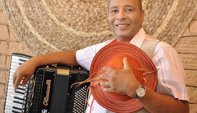O cantor Virgílio se apresenta na sexta-feira, 2 - Foto: Divulgação