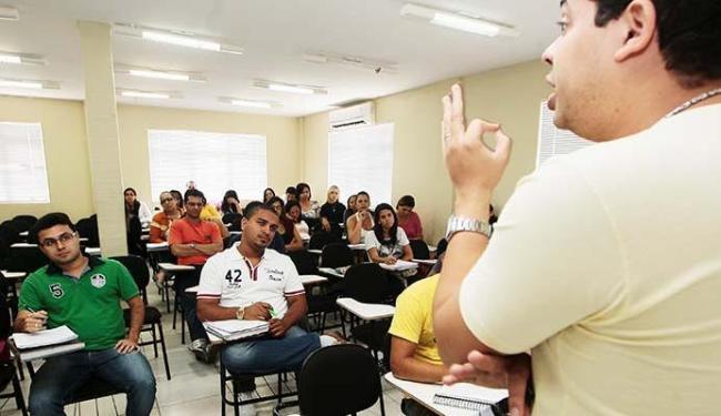 Concurseiros devem continuar rotina de estudos para estarem preparados - Foto: Mila Cordeiro   Ag. A TARDE 27.09.2013