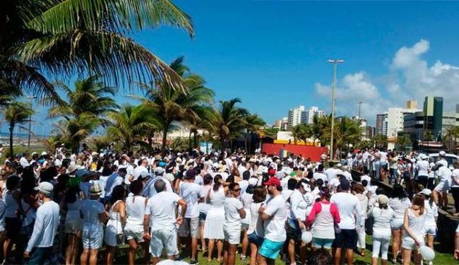 Moradores do Costa Azul se reuniram para pedir paz no bairro - Foto: WhatsAPP | Foto do leitor
