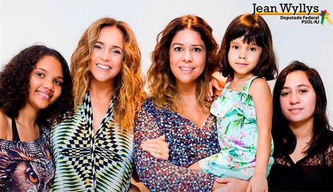 Daniela posou com as filhas adotivas e Malu Verçosa - Foto: Reprodução | Facebook