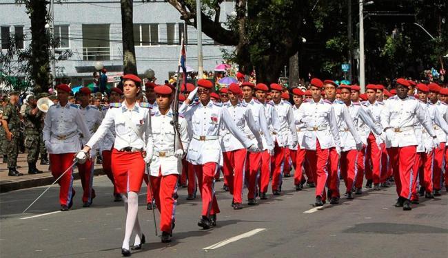 Cerca de cinco mil militares e estudantes participaram do evento - Foto: Manu Dias | GOVBA