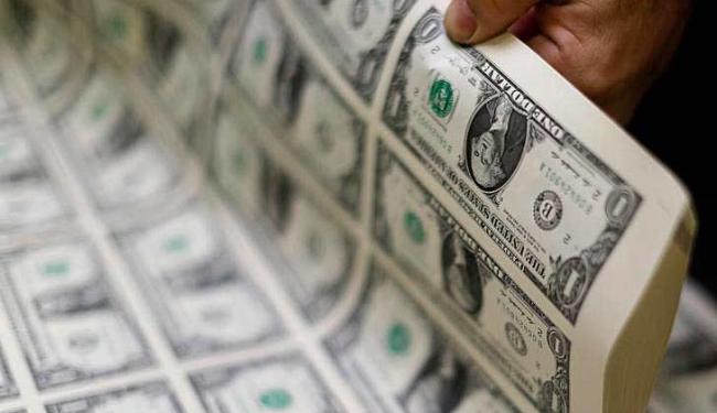 Às 13h29, o dólar estava cotado a R$ 3,8065, com queda de 1,35% - Foto: Gary Cameron   Agência Reuters
