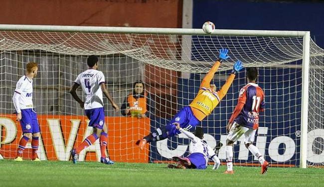 Bahia passou sustos e o Paraná acertou uma bola no travessão ainda no primeiro tempo - Foto: Estadão Conteúdo