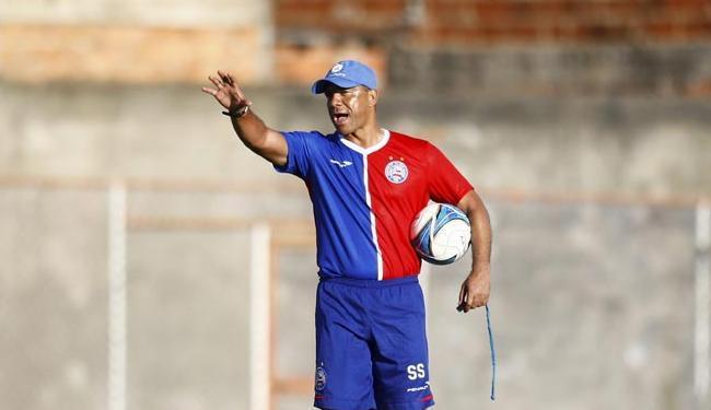 O treinador testou várias opções a serem utilizadas no próximo confronto - Foto: Eduardo Martins | Ag. A TARDE
