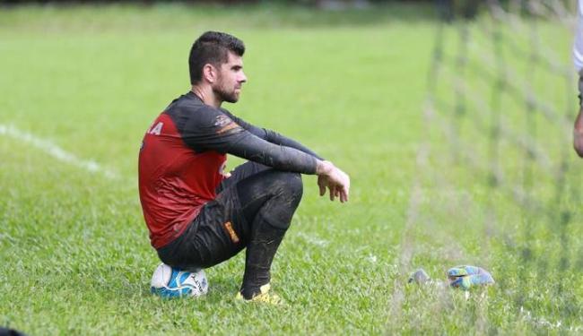 O goleiro correu em torno do campo do Barradão e realizou atividade na academia - Foto: Joá Souza | Ag. A TARDE