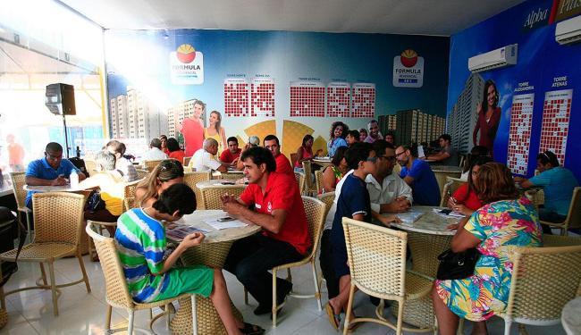 Mais de 60 apartamentos foram vendidos para servidores públicos no primeiro dia do evento - Foto: Mila Cordeiro | Ag. A TARDE