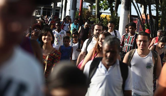 No Terminal de Bom Despacho, pedestres tiveram que esperar por 45 minutos até o embarque - Foto: Joá Souza | Ag. A TARDE