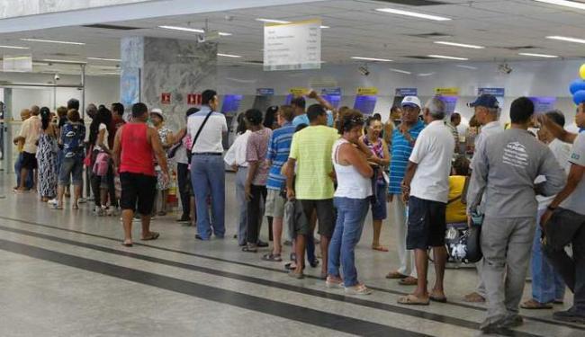 Bancos devem disponibilizar cinco cadeiras por caixa na agência - Foto: Eduardo Martins | Ag. A TARDE
