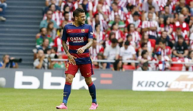 Daniel Alves foi diagnosticado com uma lesão muscular na virilha direita - Foto: Miguel Ruiz   Divulgação   FCB