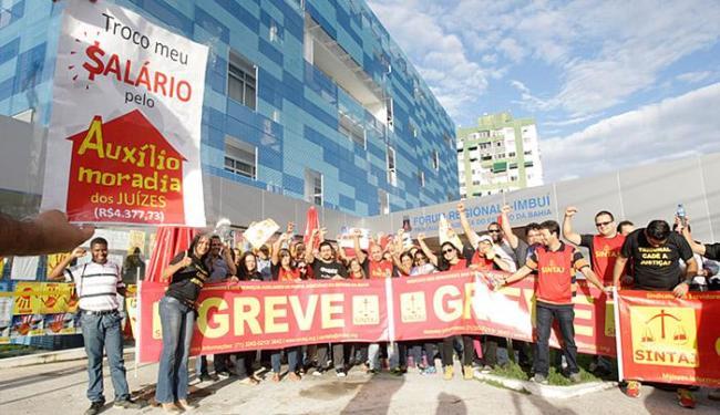 Servidores estão em greve desde 30 de julho - Foto: Fernando Amorim l Ag. A TARDE