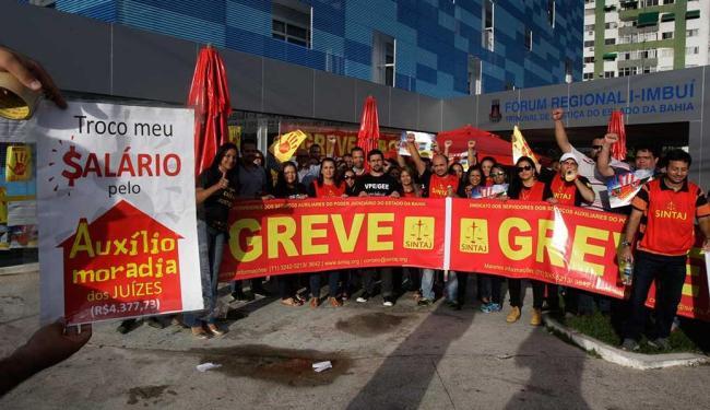 Servidores decretaram greve no dia 24 de julho - Foto: Fernando Amorim | Ag. A TARDE