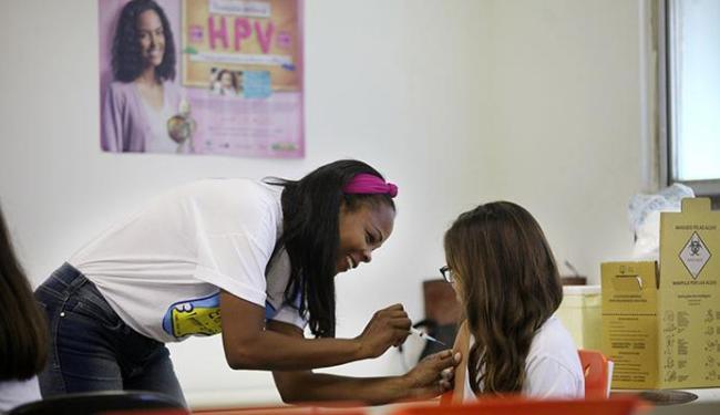 Estudantes do Instituto Social receberam a vacina - Foto: Raul Spinassé | Ag. A TARDE