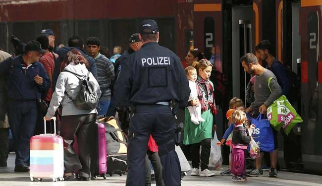 Imigrantes desembarcam em estação de trem na Alemanha - Foto: Michael Dalder | Reuters | 05.09.2015