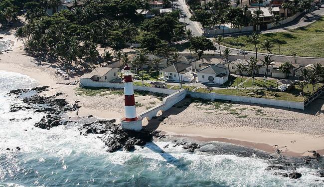 As vítimas nadavam na praia próxima ao Farol de Itapuã - Foto: Mila Cordeiro | Ag. A TARDE