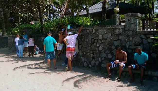 Familiares de Wilson estiveram na rua K, em Itapuã - Foto: Edílson Lima Ag. A TARDE