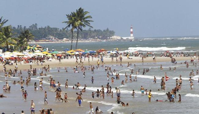Um jovem morreu na praia de Jaguaribe neste domingo - Foto: Eduardo Martins | Ag. A TARDE