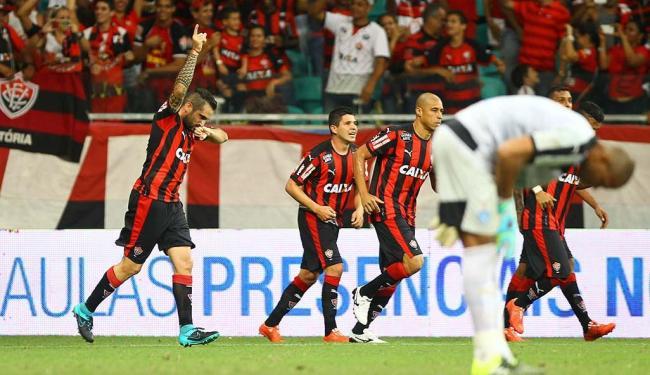Jogadores do Leão, como Escudero, festejam a vitória contra o Paysandu na Fonte Nova - Foto: Eduardo Martins | Ag. A TARDE