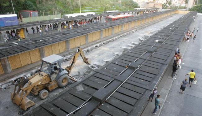 A previsão para término das obras é fevereiro de 2016 - Foto: Joá Souza | Ag. A TARDE