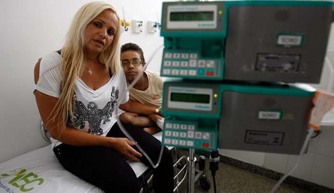 Menino precisa de sangue pelo menos uma vez por semana - Foto: Luiz Tito | Ag. A TARDE