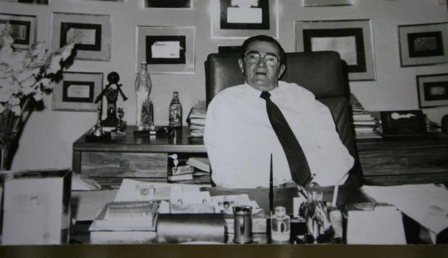Mamede Paes Mendonça em seu escritório, no Comércio, mantido até hoje - Foto: Reprodução Lúcio Távora | Ag. A TARDE
