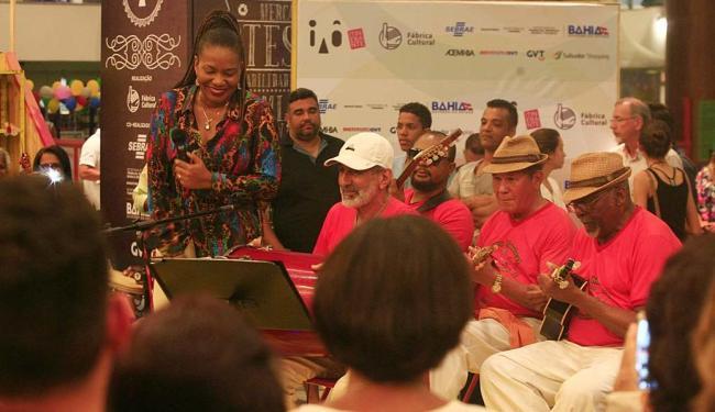 Margareth Menezes fez show na abertura da exposição no shopping - Foto: Mila Cordeiro | Ag. A TARDE | 04.09.2015
