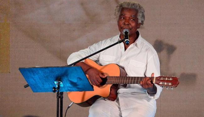 Mateus Aleluia canta Oração de Mãe Menininha, de Caymmi, e faz referência à matriz africana - Foto: Divulgação