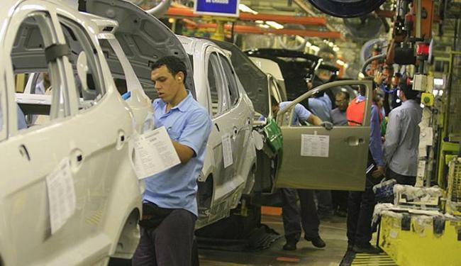 Crise reduziu vendas das montadoras em todo o país - Foto: Joá Souza l Ag. A TARDE l 12.12.2013