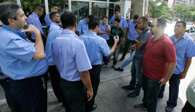 Motoristas param atividades em protesto por salários e benefícios em atraso - Foto: Edilson Lima / Ag. A TARDE