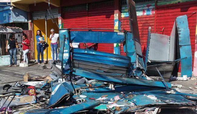 O acidente deixou a barraca completamente destruída - Foto: Cidadão Repórter | Via WhatsApp