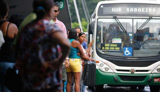 Para detectar a necessidade de se ampliar a linhas, a prefeitura cruzou os dados de bilhetagem - Foto: Joá Souza l Ag. A TARDE l 22.04.2015