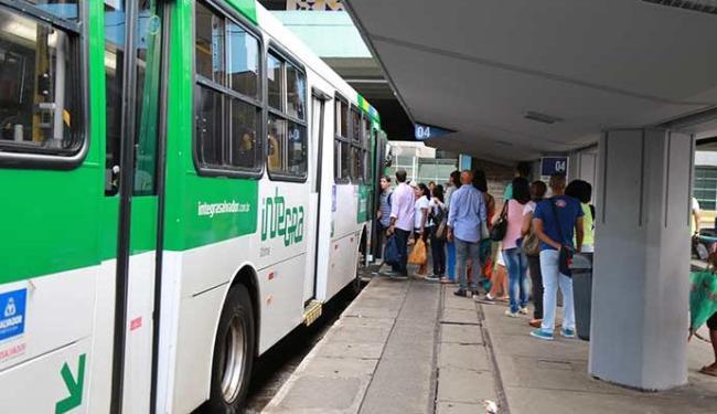 Metrô funcionará em horário especial e 12 ônibus extras estarão disponíveis - Foto: Joá Souza   Ag. A TARDE