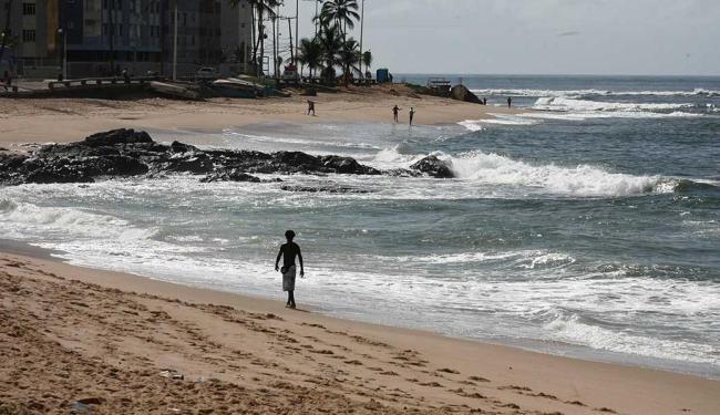 A praia de Amaralina está entre as não indicadas para o banho neste fim de semana - Foto: Marco Aurélio Martins | Ag. A TARDE