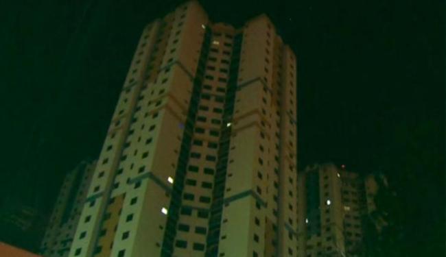 Menino caiu da janela do banheiro do 26º andar do prédio onde morava com a mãe - Foto: Reprodução | TV Globo