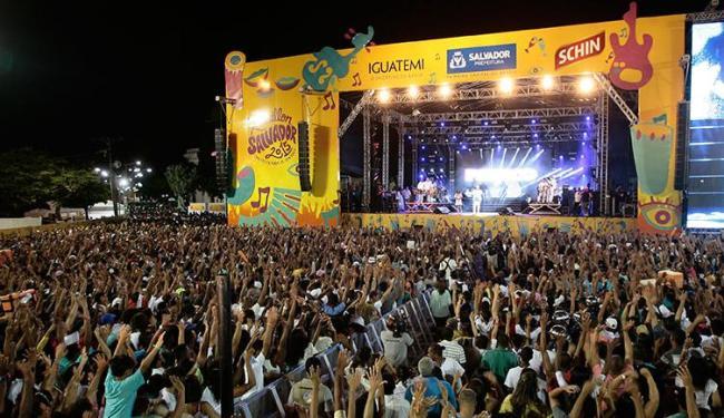A festa levou milhares de pessoas à Praça Cayru em 2014 - Foto: Mila Cordeiro | Ag. A TARDE